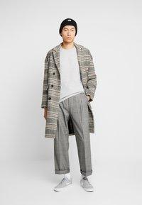 Gabba - LAMP O-NECK - Stickad tröja - light grey melange - 1