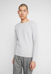 Gabba - LAMP O-NECK - Stickad tröja - light grey melange - 0