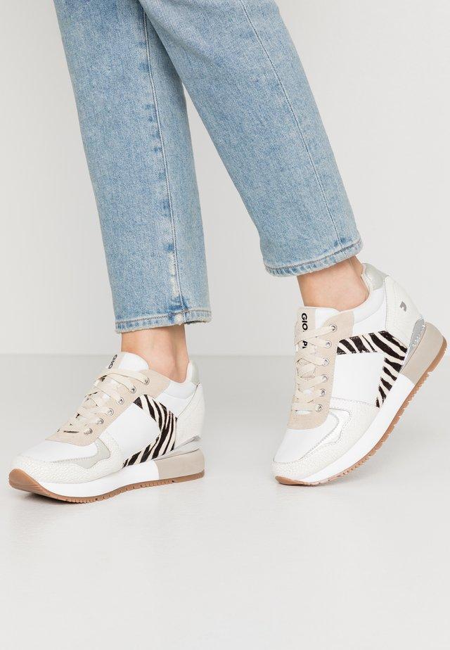 MEERUT - Sneakers - white