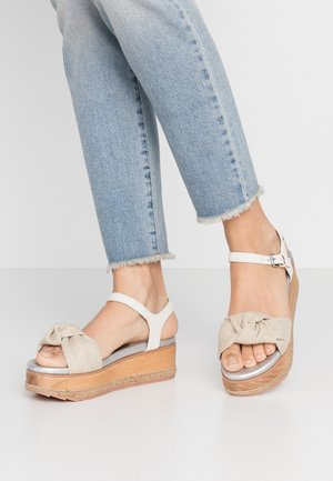 RAICHUR - Korkeakorkoiset sandaalit - beige