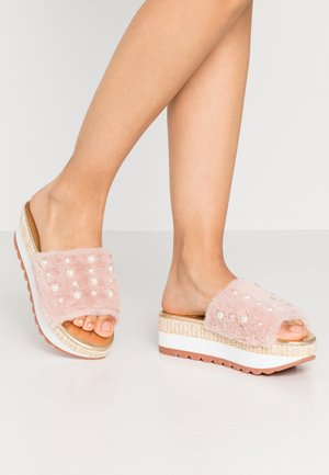 Pantofle na podpatku - rosa