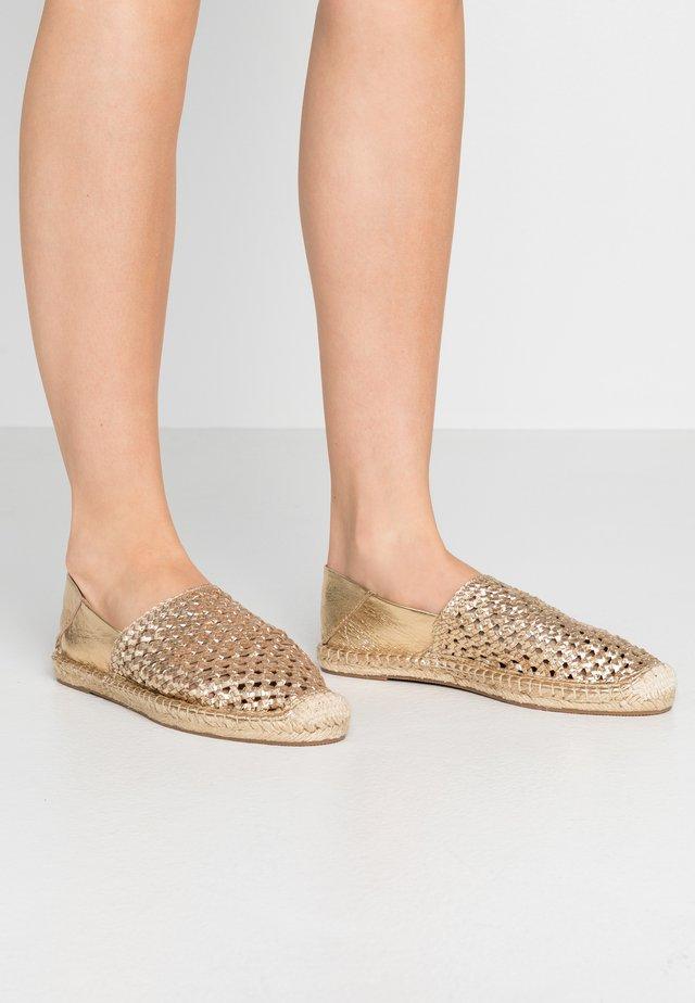 CHAZY - Espadrilles - bronce