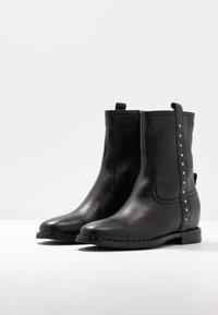 Gioseppo - Kotníkové boty na klínu - black - 3