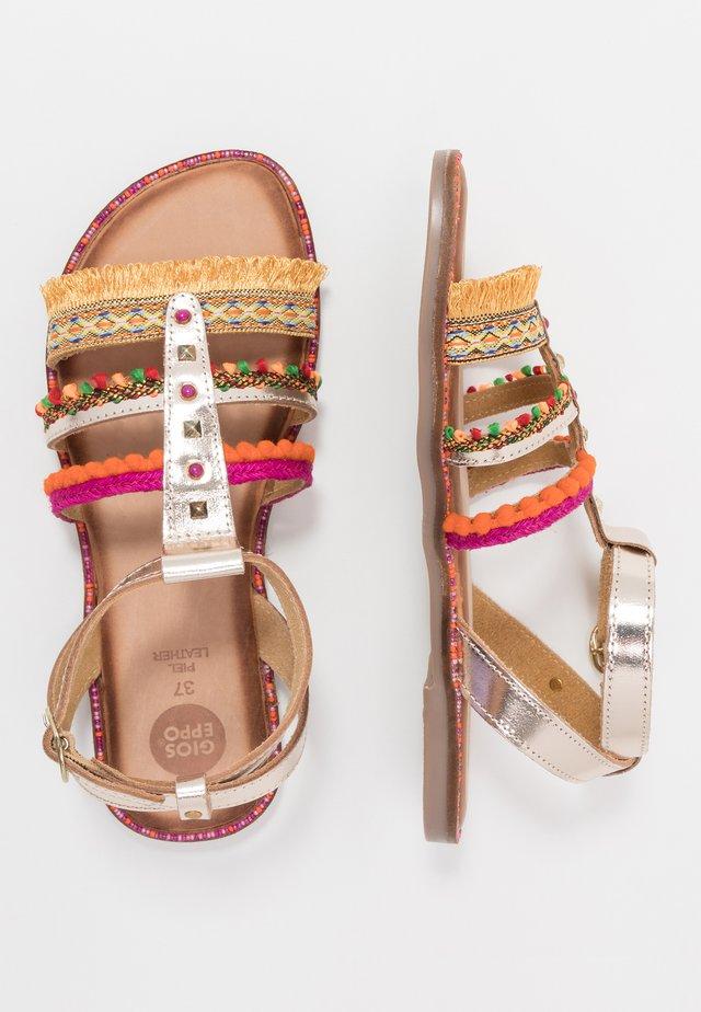 Sandaler - oro