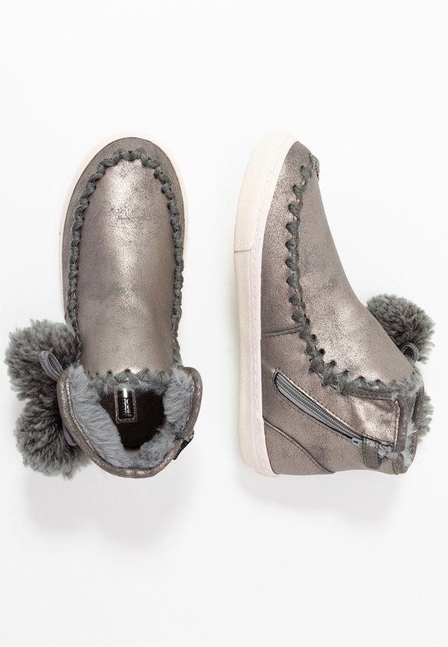 Kotníkové boty - plata