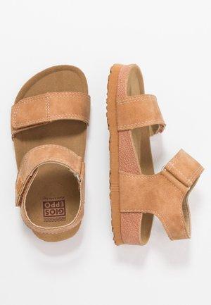 BAELEN - Sandaalit nilkkaremmillä - tan