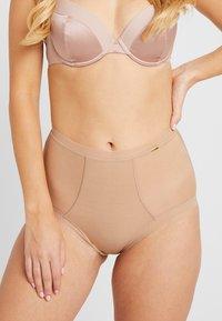 Gossard - GLOSSIESDEEP BRIEF - Kalhotky/slipy - nude - 0