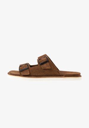 Pantofle - cognac