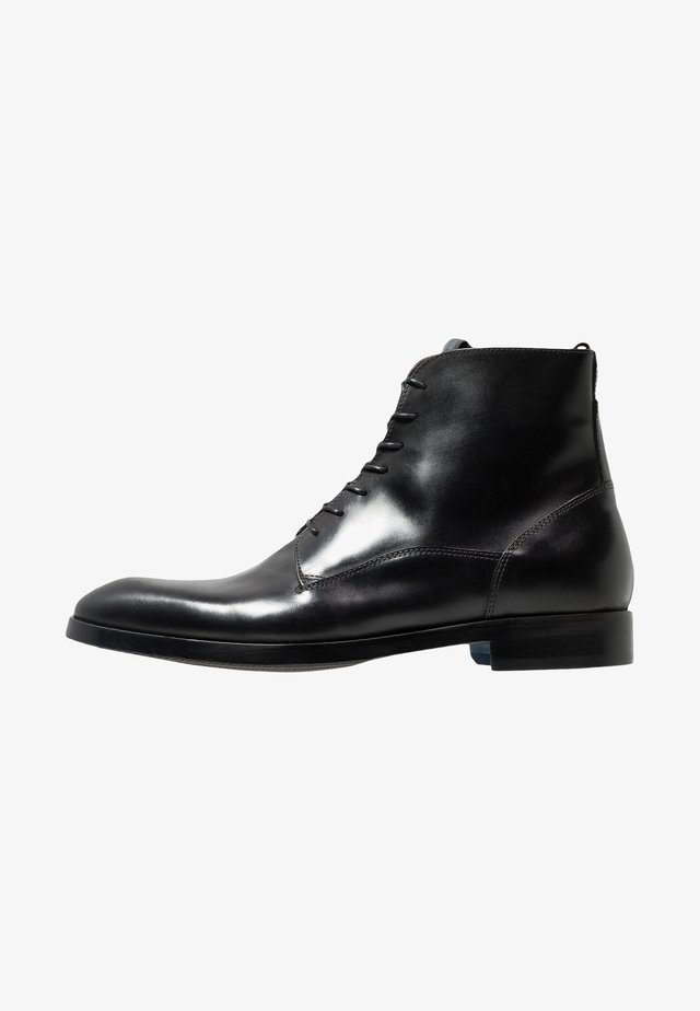 Šněrovací kotníkové boty - black