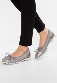 Gabor - Ballet pumps - grau - 0