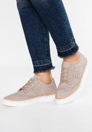WIDE FIT - Sneakers - grey
