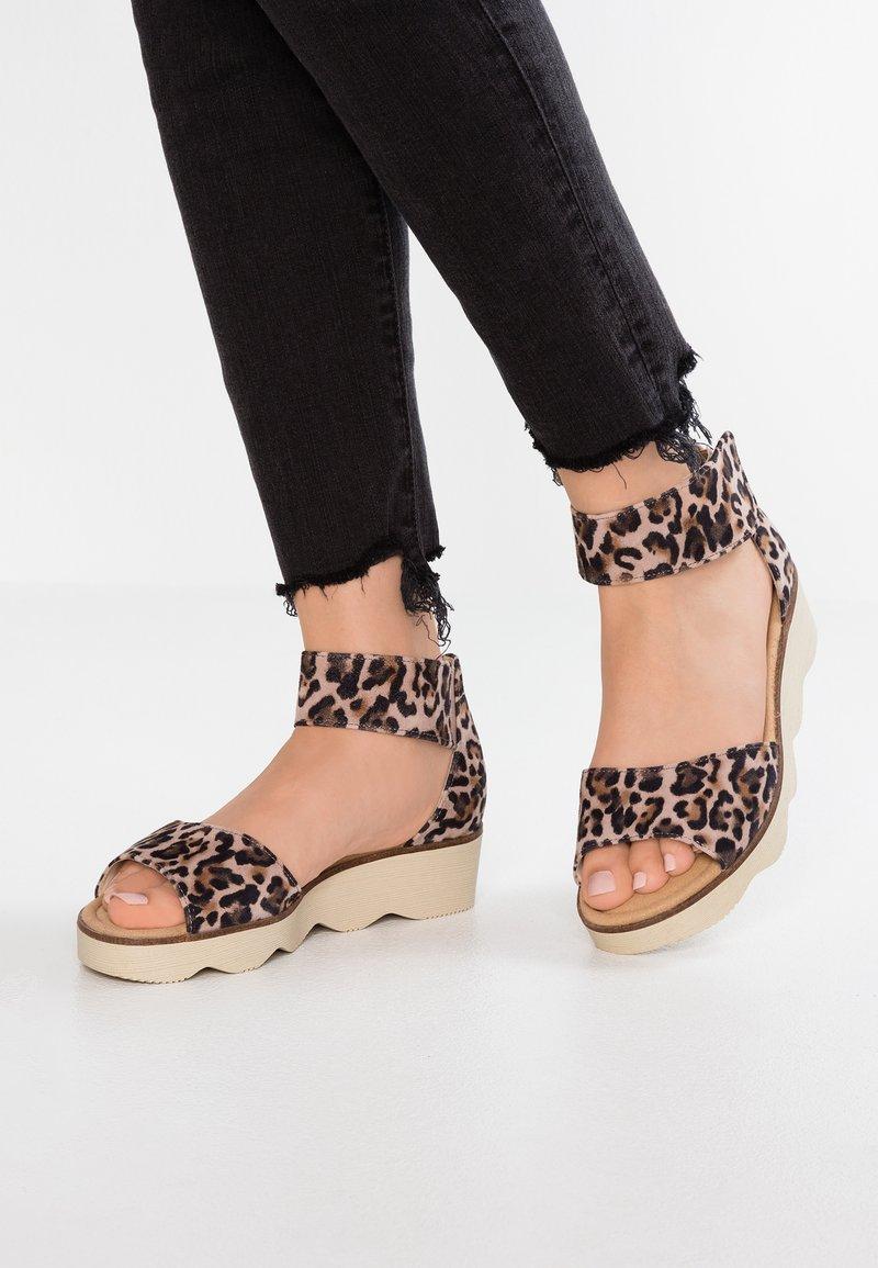 Gabor - Sandály na platformě - antikrosa