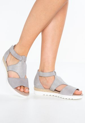 WIDE FIT - Sandalen met sleehak - light grey