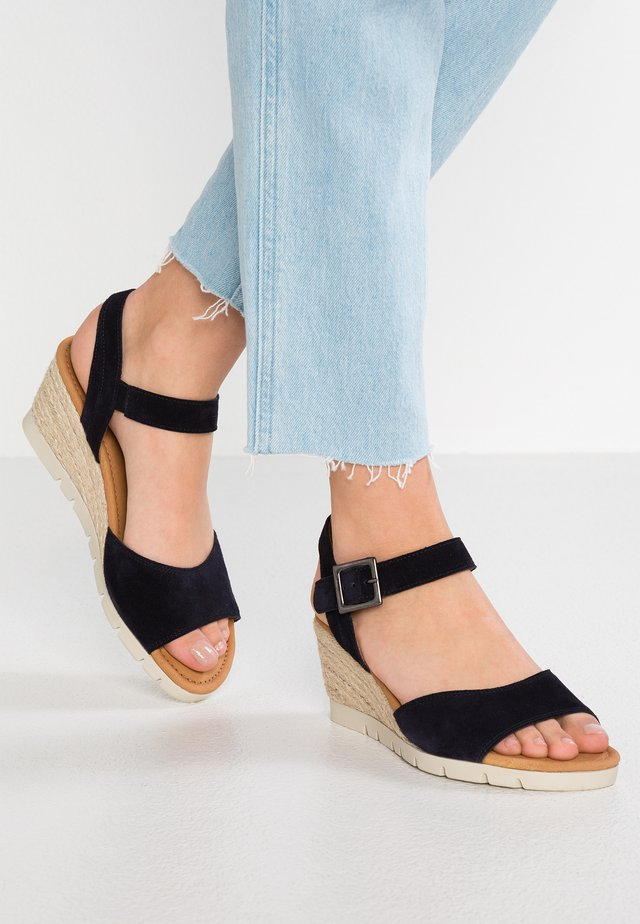 WIDE FIT - Sandalen met sleehak - ocean