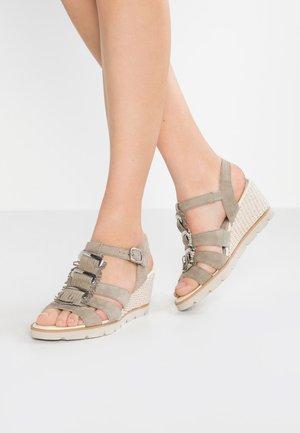 Sandales compensées - schilf