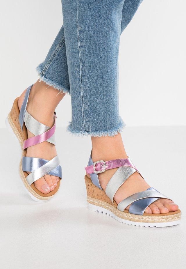 Sandaler m/ kilehæl - silber/multicolor