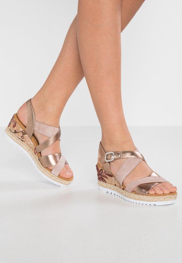 Sandalen met sleehak - rosa/rame