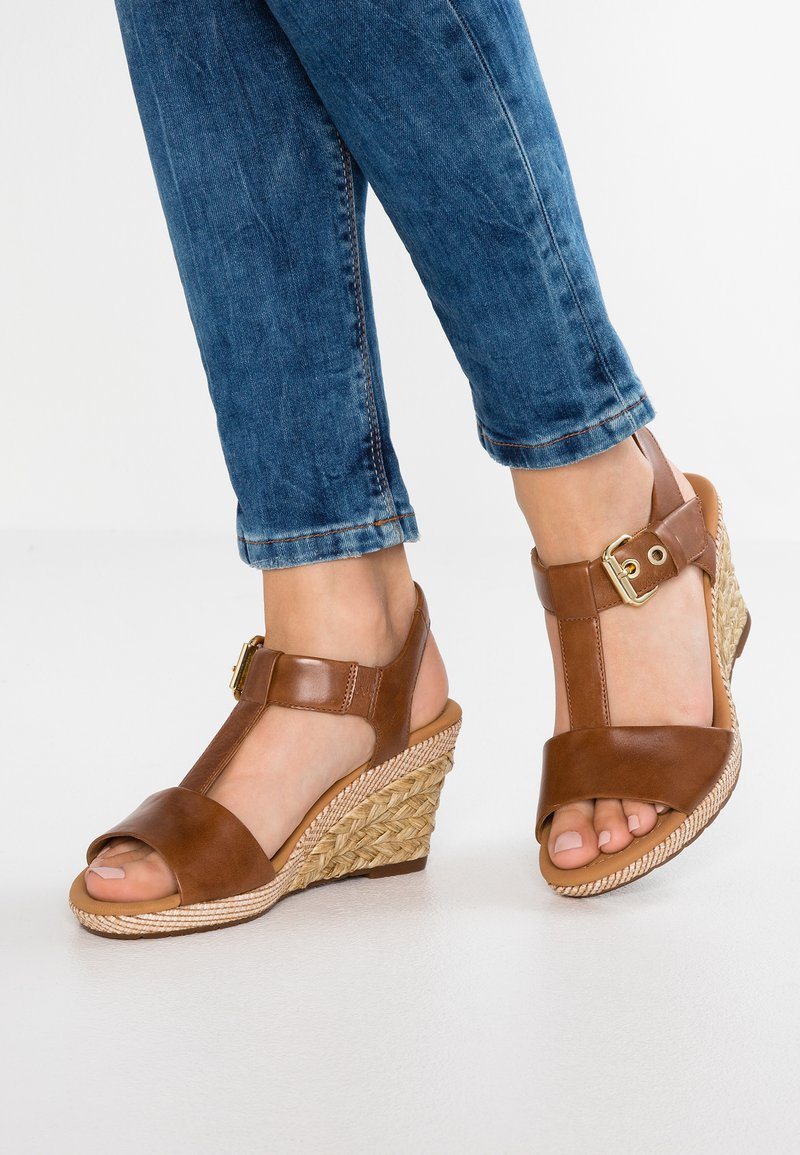 Gabor - WIDE FIT - Plateausandalette - peanut