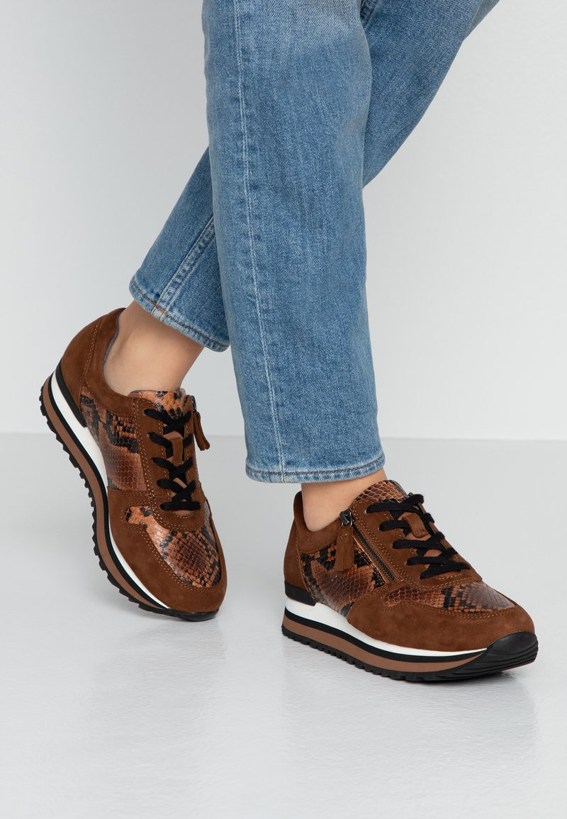 Gabor - WIDE FIT - Sneaker low - whisky