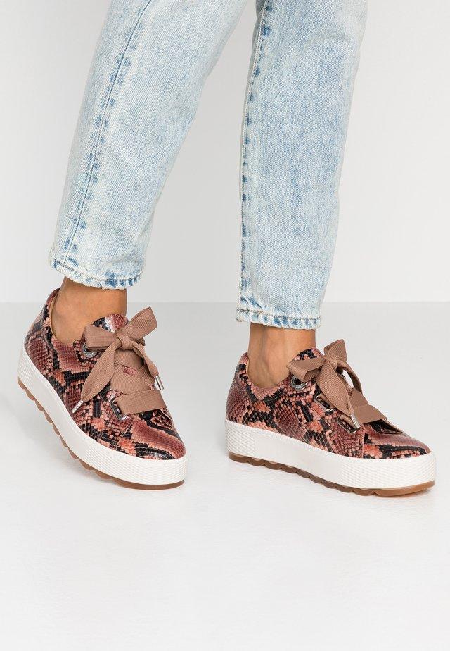 WIDE FIT - Sneakers laag - antikrosa