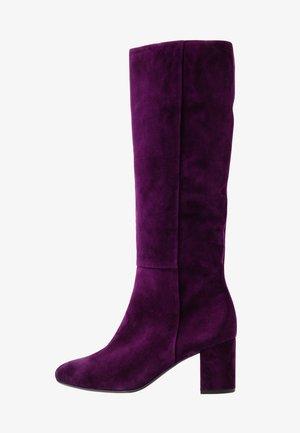 Boots - plum