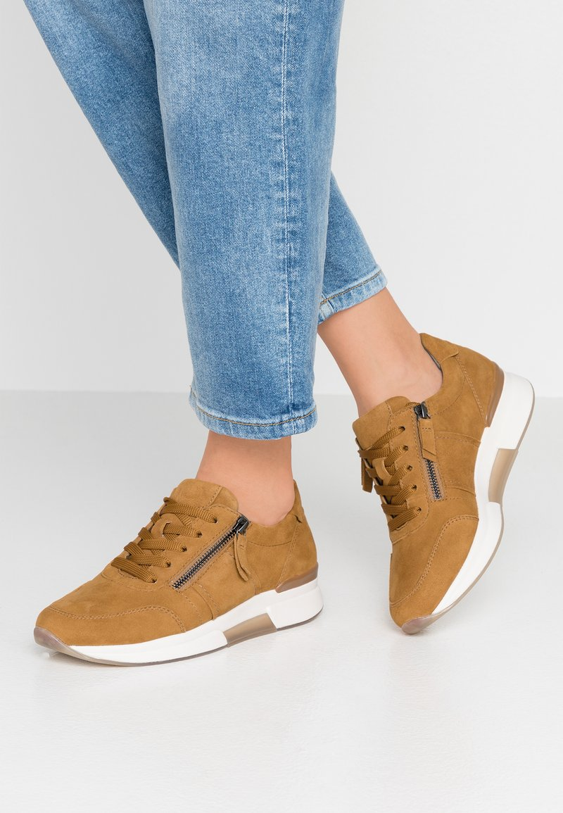 Gabor - ROLLING SOFT - Sneaker low - curry