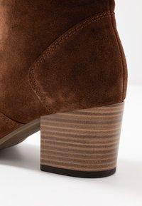 Gabor - WIDE FIT - Høje støvler/ Støvler - whiskey - 2