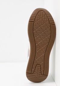 Gabor - Sneakers laag - weiß/pastell - 6