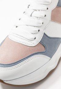 Gabor - Sneakers laag - weiß/pastell - 2