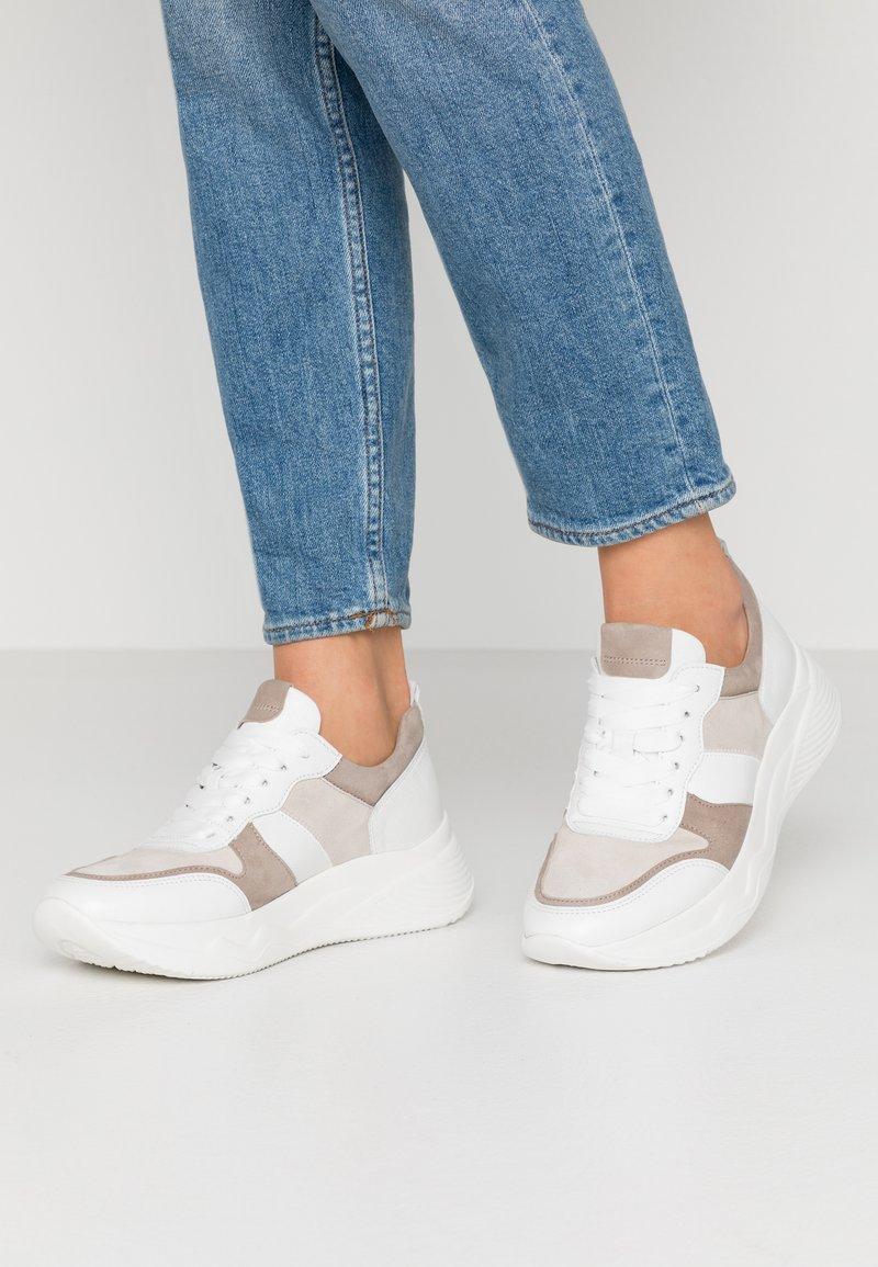 Gabor - Sneakers laag - vanille/visone