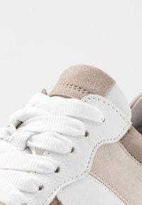 Gabor - Sneakers laag - vanille/visone - 2