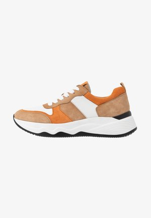 Sneakers laag - caramel/pfirsich