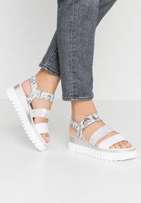 Gabor - Platform sandals - weiß/argento - 0