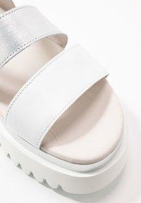 Gabor - Platform sandals - weiß/argento - 2
