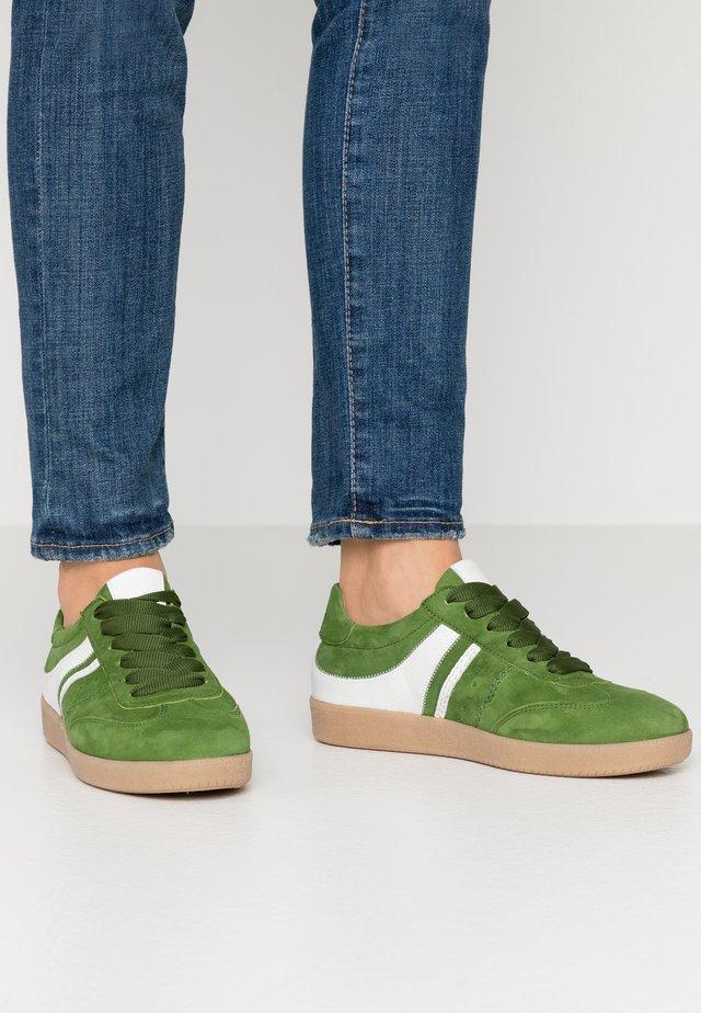 Sneakers laag - klee/weiss