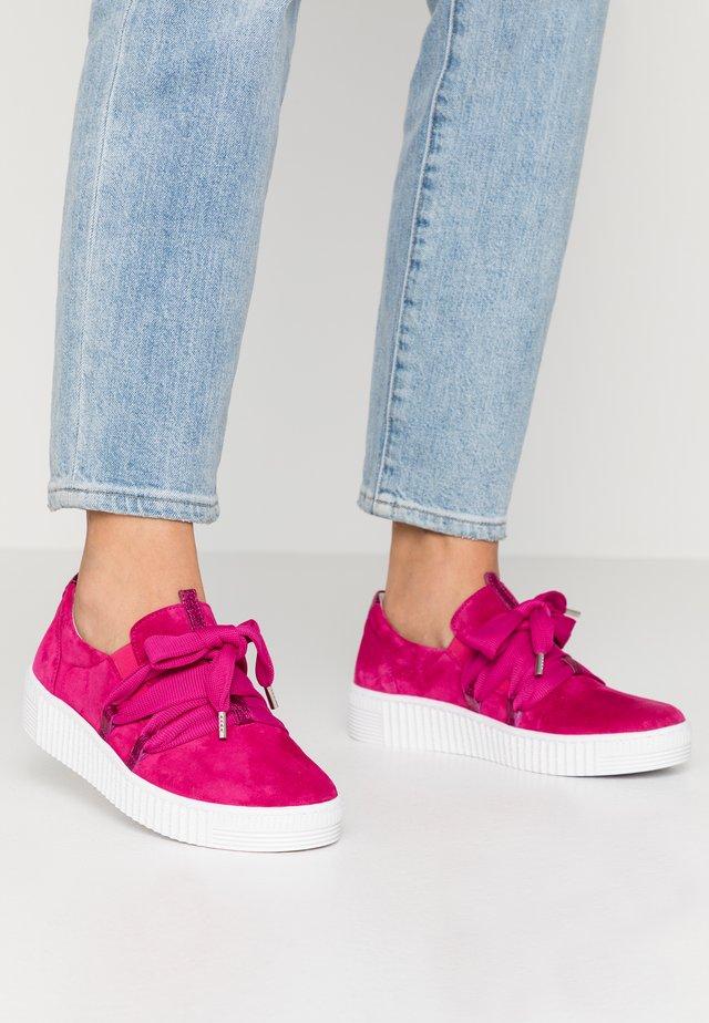 Sneakers laag - fuxia