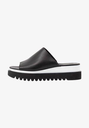 Pantofle na podpatku - schwarz