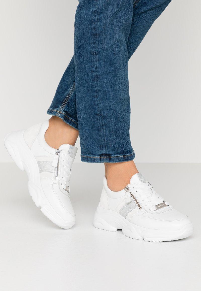Gabor - Sneakers - weiß/agento