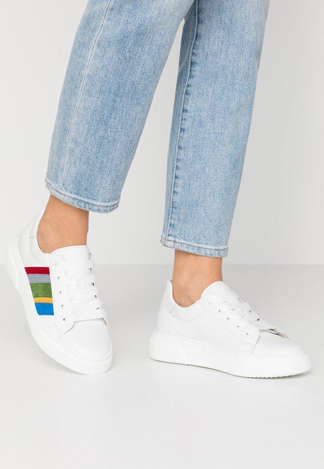 Sneakers laag - weiss/rainbow