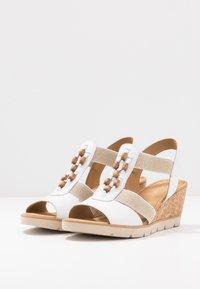 Gabor - Wedge sandals - weiß/natur - 4