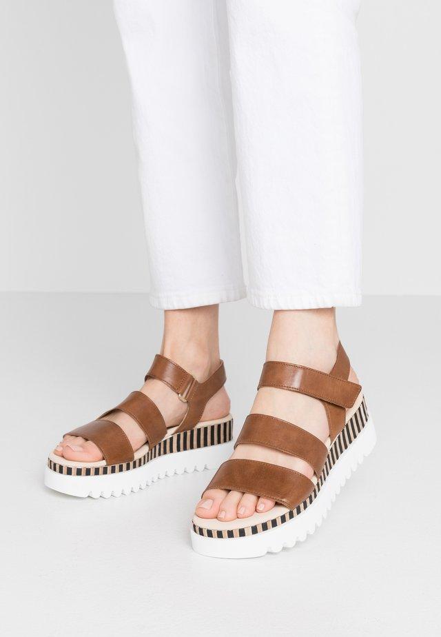 Sandały na platformie - peanut/natur