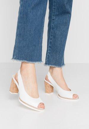 High heeled sandals - weiß