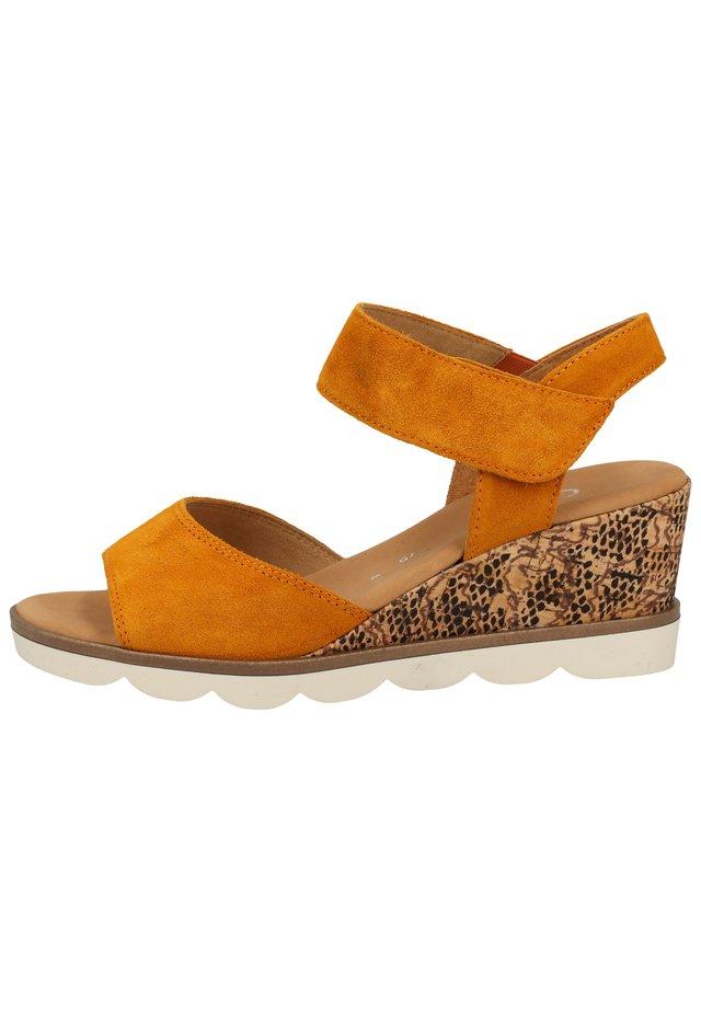 SANDALEN - Sandalen met sleehak - orange(korts/crem) 31