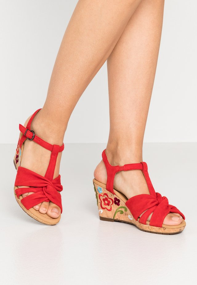 Sandály na klínu - flame