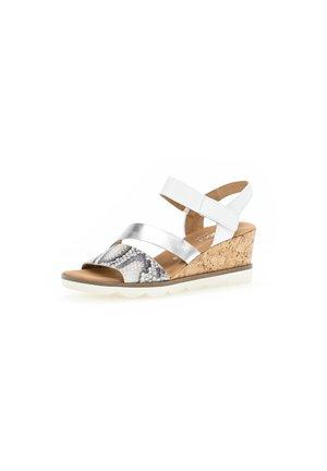 Sandały na koturnie - weiß
