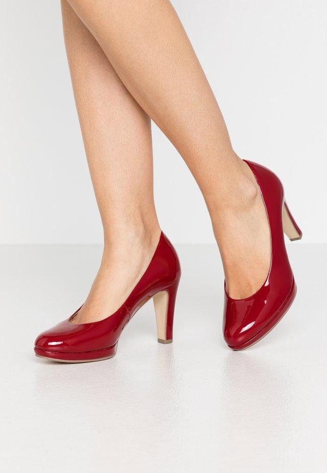 Lodičky na vysokém podpatku - cherry