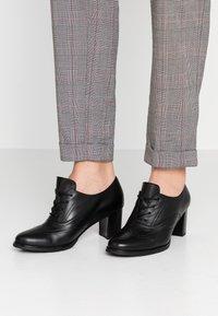 Gabor - Kotníková obuv - schwarz - 0