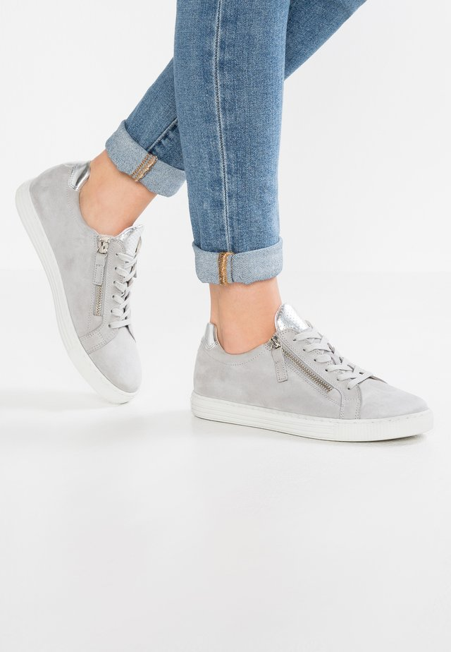 WIDE FIT - Sneakers laag - light grey/argento