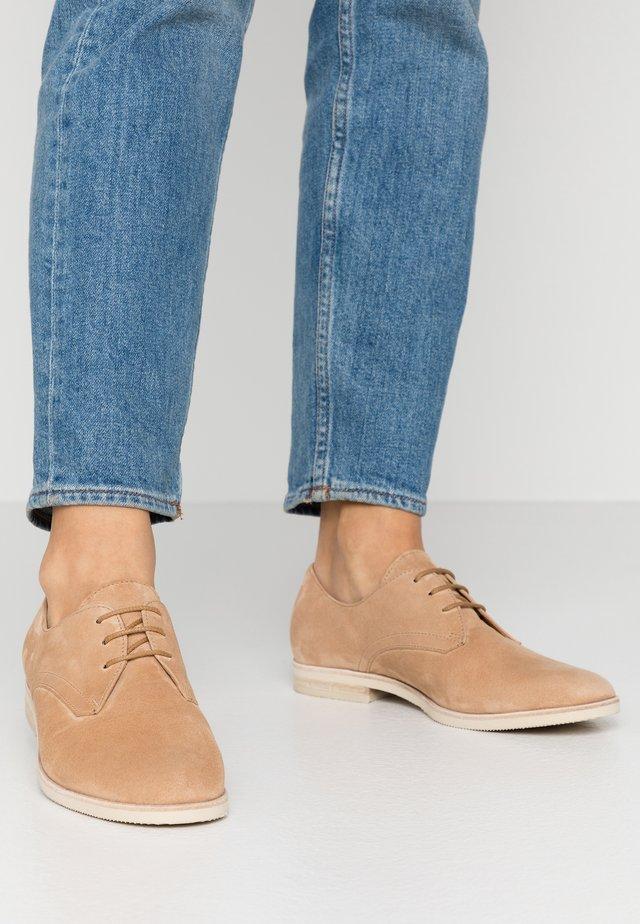 Šněrovací boty - caramel