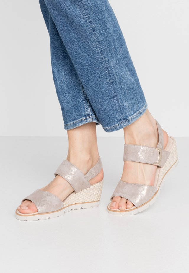 Sandalen met sleehak - muschel